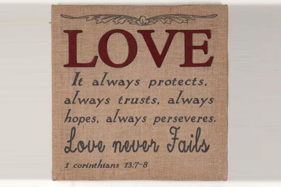 Tablou textil Love never Fails