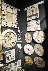 Magazin Charisma - Mercur Center Craiova - ceasuri de perete